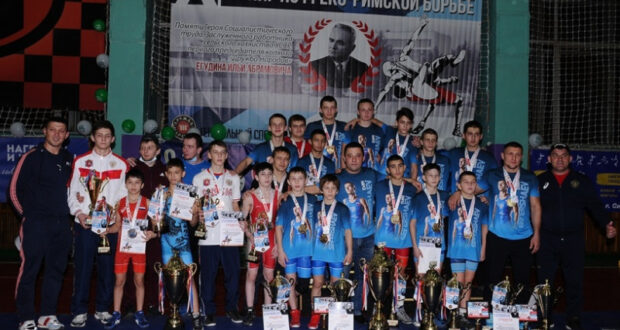 Все победители и призеры юношеского борцовского турнира памяти Ильи Егудина в Красногвардейском районе