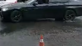 Парковку в центре Симферополя залило водой, - ФОТО
