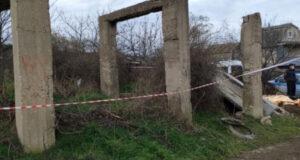 В Севастополе бетонная плита упала на детей: один мальчик погиб, - ФОТО