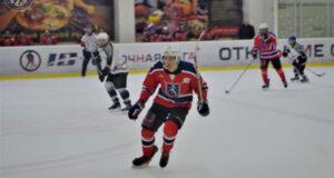 """""""Сарматы"""" и """"Заряд"""" сохраняют лидерство в Ночной хоккейной лиге в Крыму"""
