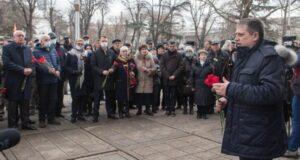 В центре Симферополя почтили память крымчан, погибших при столкновениях в 2014 году