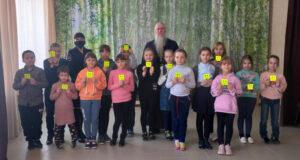 Сотрудники Госавтоинспекции Красногвардейского района провели в Воскресной школе занятия по правилам дорожного движения «Я- заметный пешеход!»