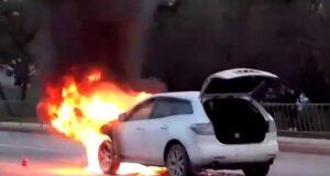 В Севастополе на ходу загорелся автомобиль