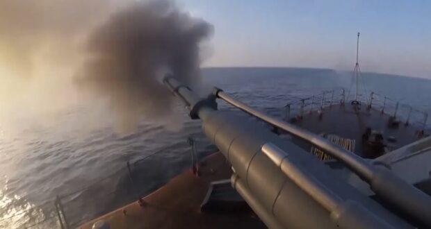Минобороны России показало кадры с военных учений в Крыму