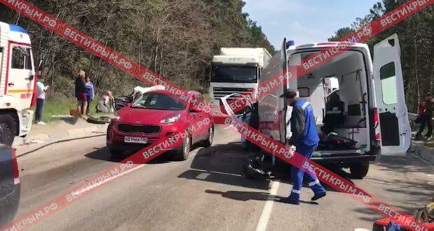 В Ялте карета «Скорой помощи» столкнулась с иномаркой – погиб человек