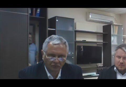Человек вышел из шкафа в кабинете министра транспорта Крыма