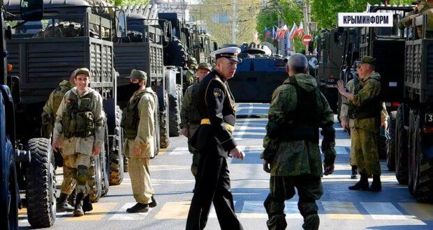 Военные готовят технику к параду в Симферополе