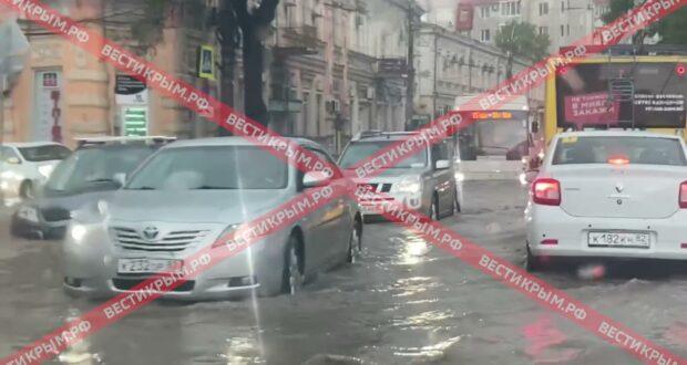 В Симферополе сразу несколько районов «ушли под воду»