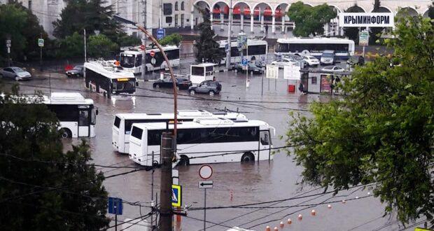 Ливень обрушился на Симферополь и город ушел под воду