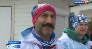 Марафонский заплыв в холодных водах «Десант Победы» проходит в Крыму