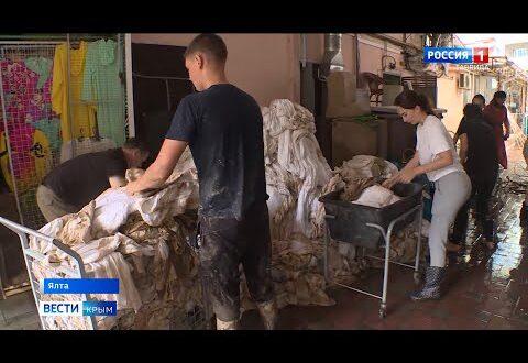 Тысячи крымчан приехали на расчистку улиц Ялты