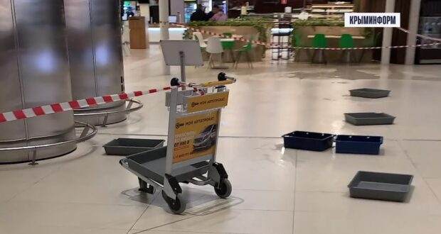 Град повредил крышу нового терминала аэропорта Симферополя