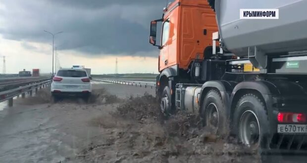 Ливень затопил участок новой трассы «Таврида» в районе Керчи