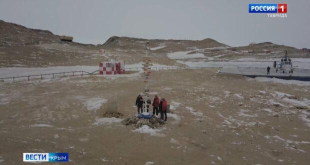 Крымчанин установил самый далекий в мире указатель в сторону Крыма в Антарктиде