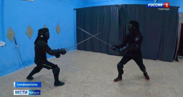 В Крыму начали обучать средневековому фехтованию
