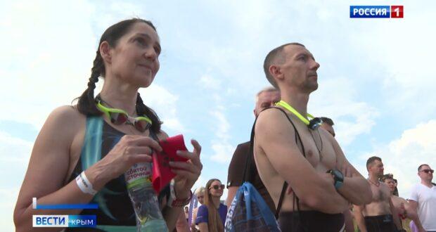Спортсмены переплыли Керченский пролив в рамках международного чемпионата