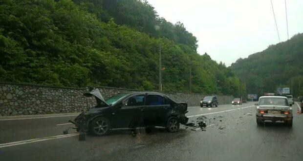 На Ангарском перевале столкнулись три автомобиля
