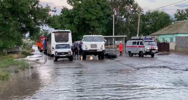 Обильные осадки затопили село Приозёрное в Крыму