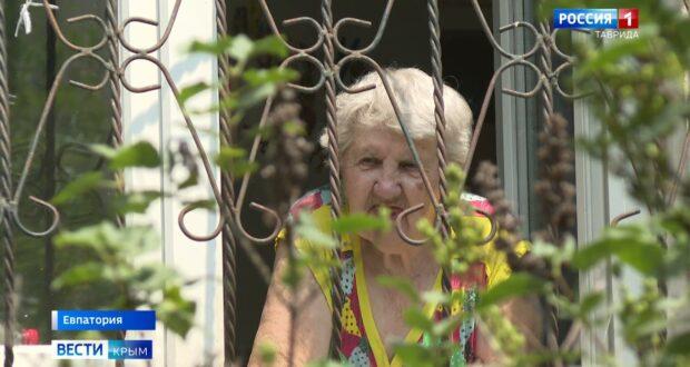 Жители многоквартирного дома в Евпатории не могут ужиться с шумным соседом
