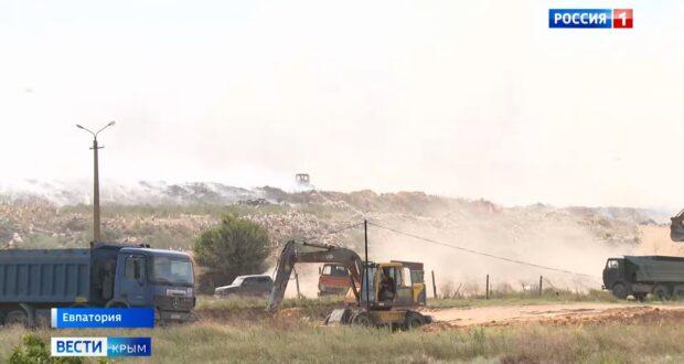 Пожар на свалке под Евпаторией тушили почти сутки