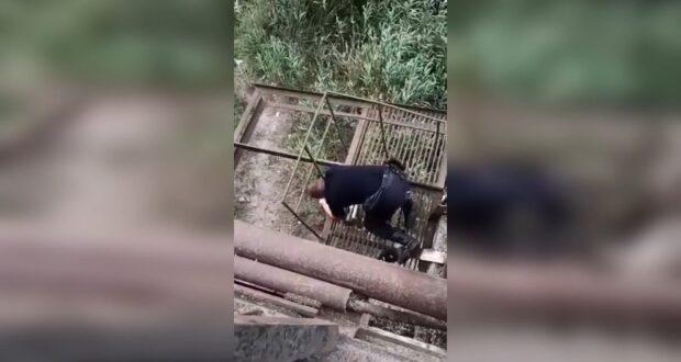 В Керчи полиция спасла женщину от падения с моста