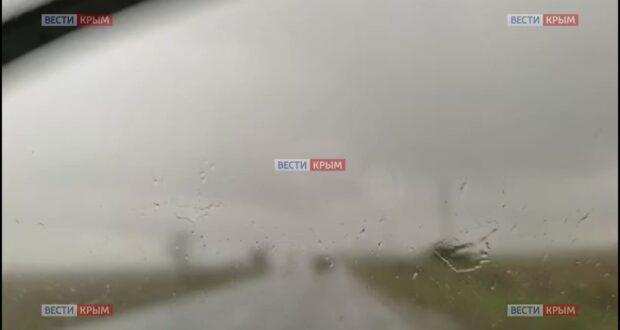 Сильный ливень обрушился на село Штормовое под Евпаторией