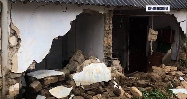 Разрушенное ливнем село в Крыму. Река Бельбек смыла дома на своем пути