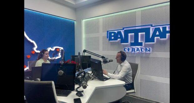 «Беседа с гостем». Константин Бахарев