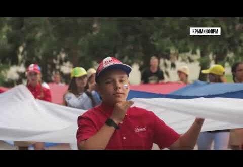 Флаг России длиной в 1 километр развернули в «Артеке»