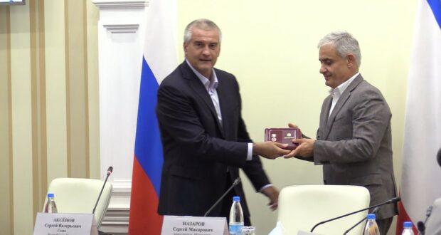 Аксёнов наградил заместителя главы Минэкономразвития России