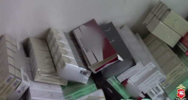 Ялтинец устроил «родственный бизнес» по продаже контрафактных сигарет