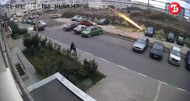 Севастопольцы пальнули из ракетницы в машину соседки