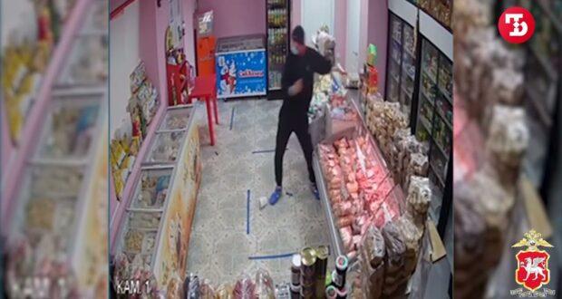 В Симферополе продавец опознала горе-грабителя