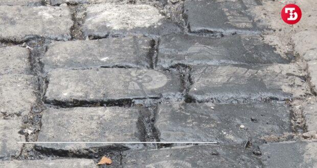 При ремонте дороги в Симферополе обнажилась брусчатка царского времени