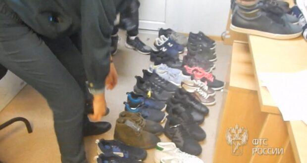 Украинец пытался незаконно ввезти в Крым одежду и обувь