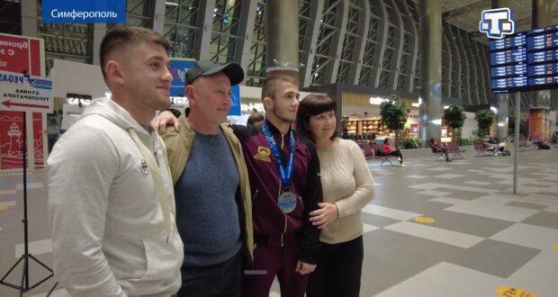 В Симферополе встретили серебряного призёра чемпионата мира по греко римской борьбе Эмина Сефершаева