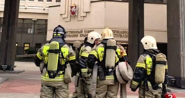 Пожарные тренируются спасать от огня здание парламента Крыма